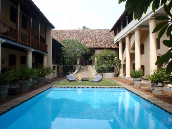 Galle Fort Hotel: View of the pool and garden with the rooms on either side