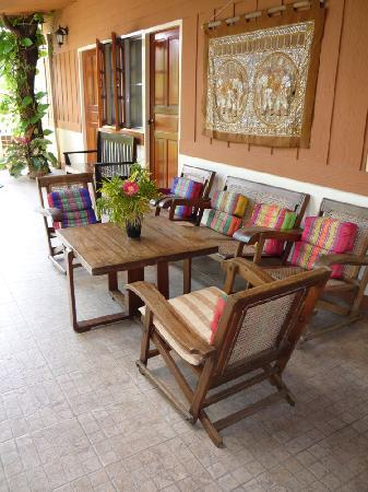 Finlay's Cottage: Lounge Area, Garden