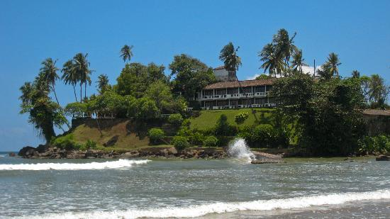 Closenberg Hotel: View of the rooms and lower gardens from the beach