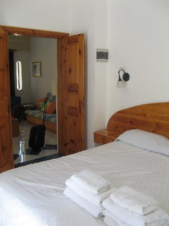 Villa Bronja: bedroom and view into living room