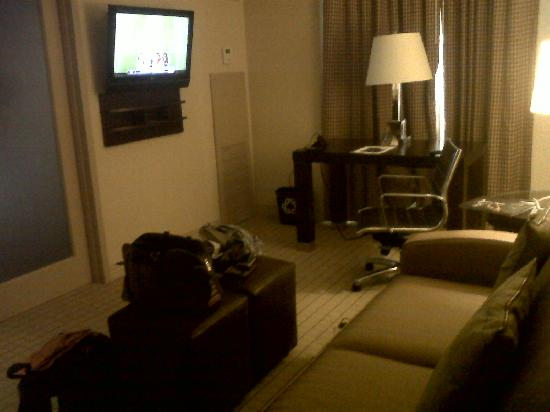 Sheraton Suites Market Center: living area