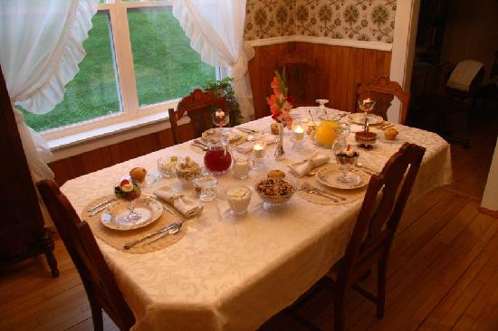 Azelia Farmhouse B & B: The ultimate breakfast experience