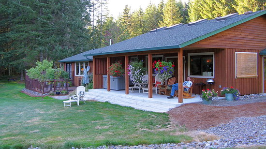 Essence of health retreat castle rock wa guest house for Rental cabins near mt st helens