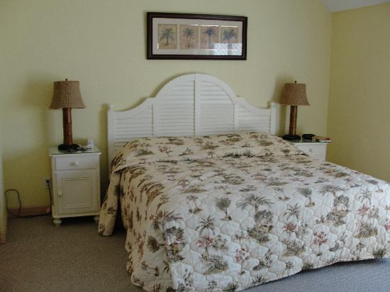 Hurricane House Resort: Master Bedroom