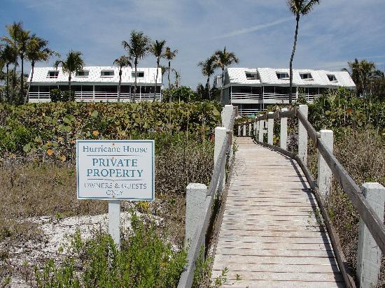 Hurricane House Resort: view from beach of the building