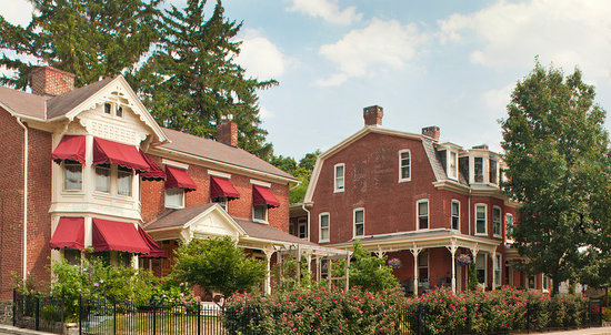 Brickhouse Inn Bed & Breakfast: The two buildings that comprice The Brickhouse Inn Bed and Breakfast