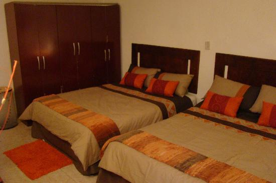 Hospedaria Grijoca: two large beds