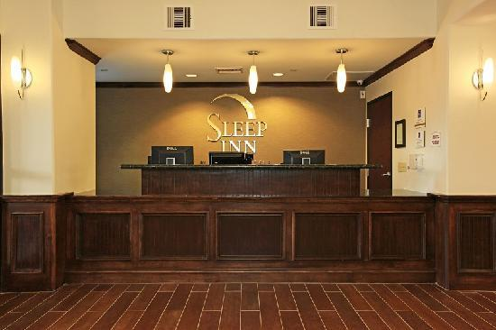 Sleep Inn &amp; Suites Intercontinental Airport East: Front Desk