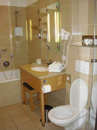 Hotel Am Stephansplatz: Spotless Bathrooms