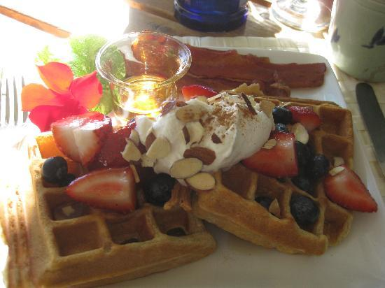 Bufflehead Cove Inn: breakfast at Bufflehead Cove!