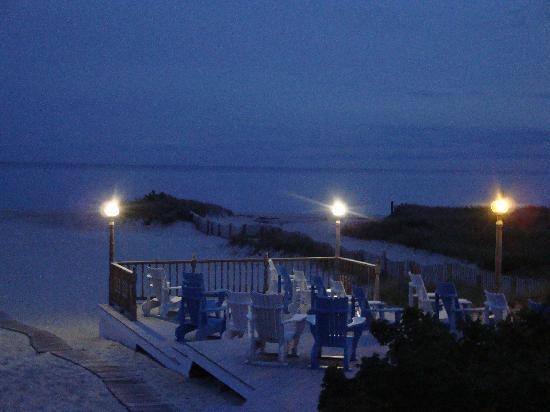 Winstead Inn and Beach Resort: Night view ..Their LARGE private beach