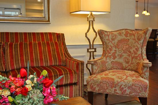 The Wayside Carriage House Inn: The lobby provides welcoming comfort to the weary traveler.