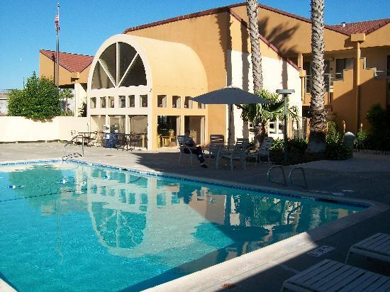 Swimming Pool Area Quality Inns Suites Vacaville Picture Of Quality Inn Suites Vacaville