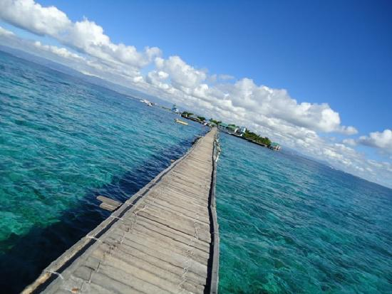 Mactan Island, Filipinas: Blue waters at nalusuan island