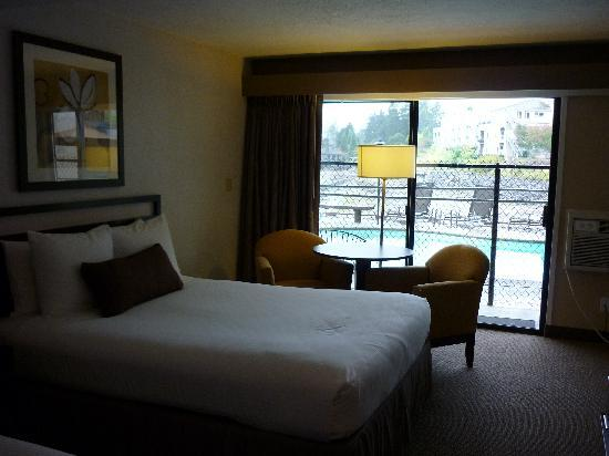 Lakeshore Inn: Bottom floor - room #11