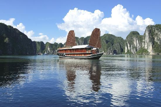 http://media-cdn.tripadvisor.com/media/photo-s/01/ab/3b/5d/halong-bay-aclass-cruise.jpg