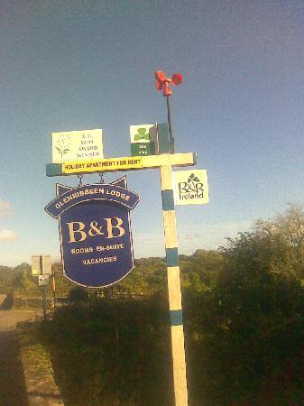 Glenribbeen Eco Lodge: The B&amp;B sign