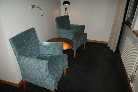 BEST WESTERN Hotell Goteborg: Two chairs in separate section of the room.