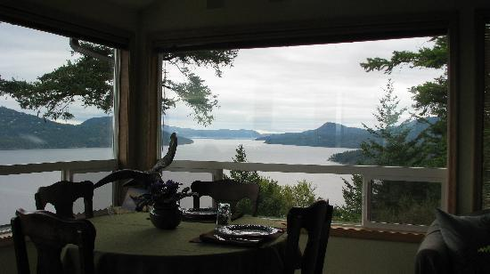 Double Mountain Bed and Breakfast: View from dining room, Double Mountain B&B