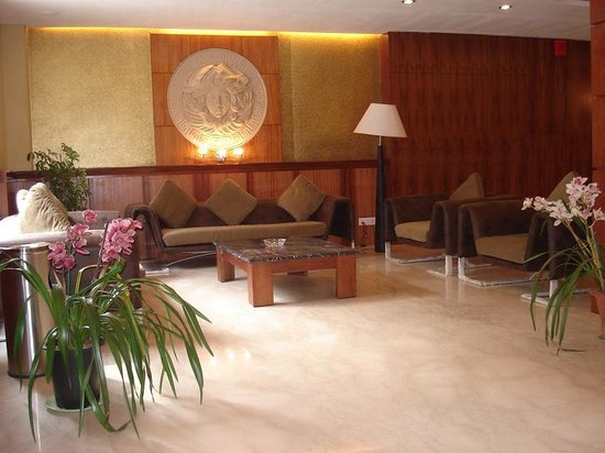 Suhim Portico: Lobby area