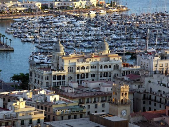 Alicante Province, İspanya: View of the Marina from the castle