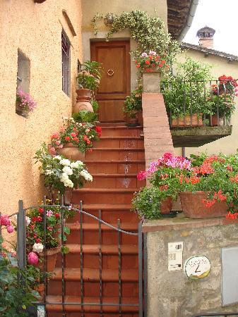 Castellina In Chianti, Italie : Cute back street in town of Castellina