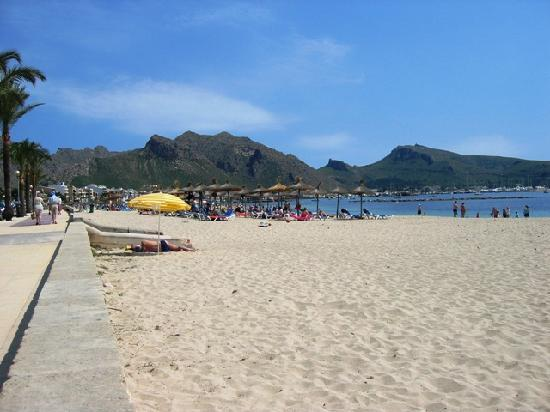 Port de Pollenca, Spanien: the beach