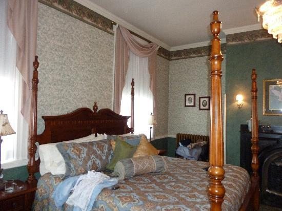 Carlisle House Bed & Breakfast: Lovely Bed