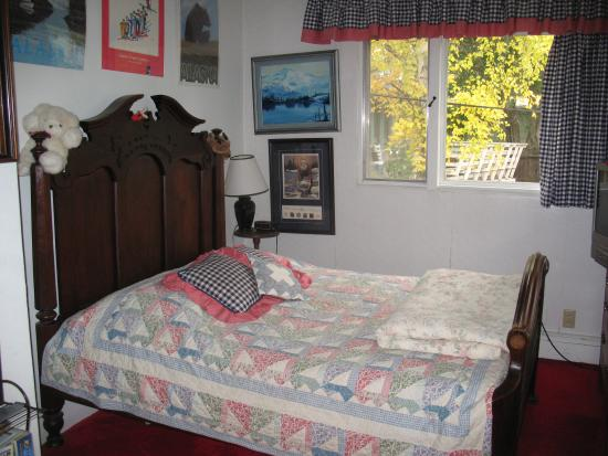 Anchorage Downtown B&B at Raspberry Meadows: Wonderful bed