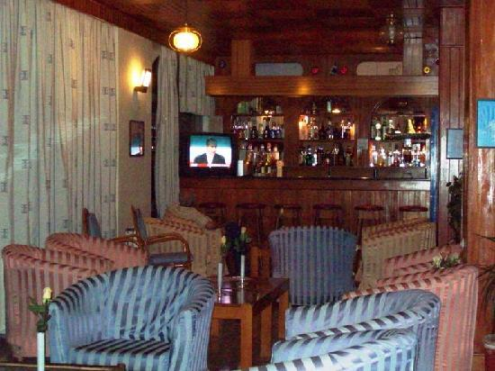 Captains Hotel : Captain&#39;s bar 