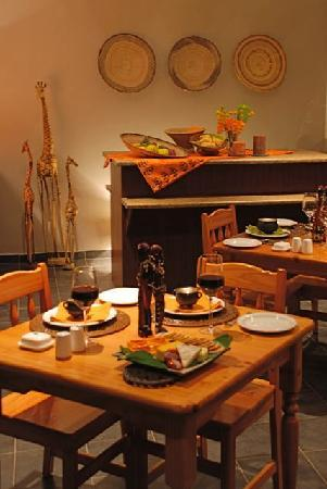 Journey&#39;s Inn Africa: dinning room