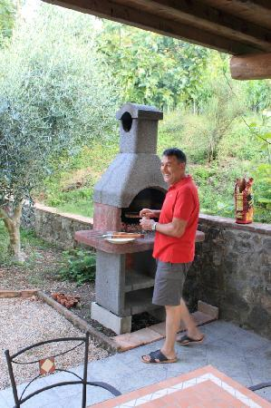 Agriturismo Fonte Martino: Fabio at the grill