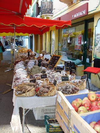 Vaison-la-Romaine, France : market day