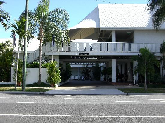 The Hotel Cairns: Hotel entrance