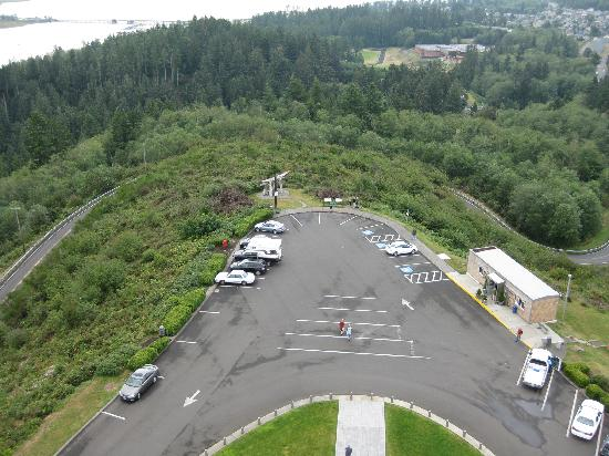 Astoria, OR: vie into parking lot from column