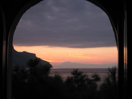 Villa San Michele: Sunrise scene from room's balcony