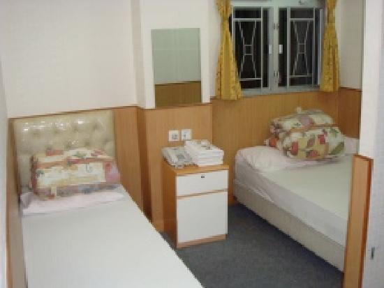 Lee Garden Guest House: Twin room with private shower/WC.