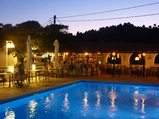 Villa Apollon Skiathos: poolside by night