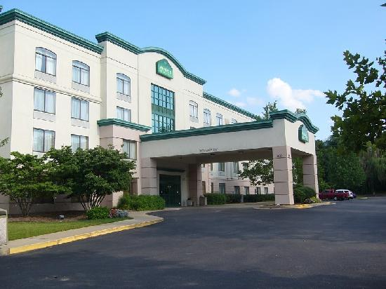 Wingate by Wyndham Nashville Airport TN : Front entrance