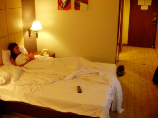 Riviera Mansion Hotel: bed a little small for 2