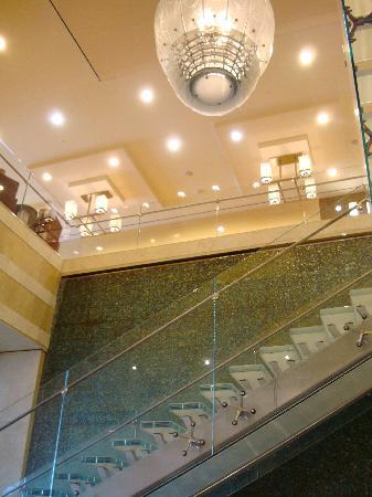 Westin Virginia Beach Town Center: View to upper level from lobby