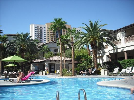 Tuscany Suites & Casino: The pool area