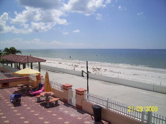 North Redington Beach, FL: Right on the Gulf beach