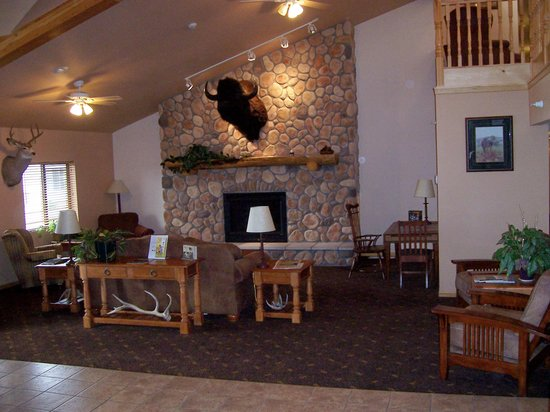 AmericInn Lodge &amp; Suites Belle Fourche: Relax in our comfortable lobby area.