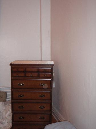 B & B Saint-Louis: Dresser (same room as bietola)