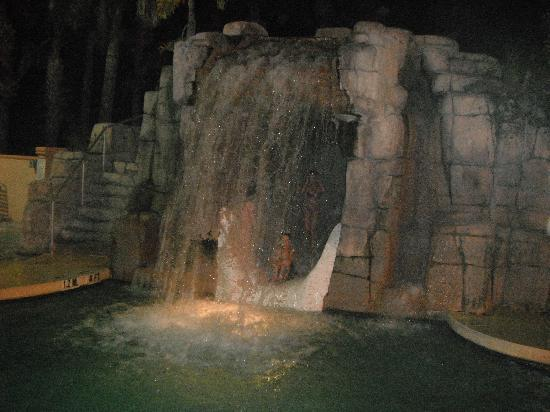 Holiday Inn Express Lake Buena Vista: Hit of the trip...no, not Universal, but the waterfall pool!
