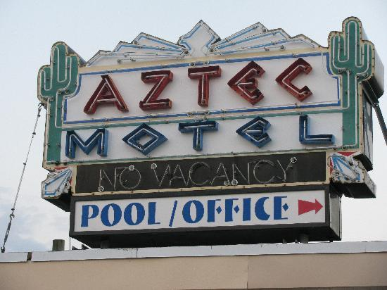 Aztec Resort Motel: Sign