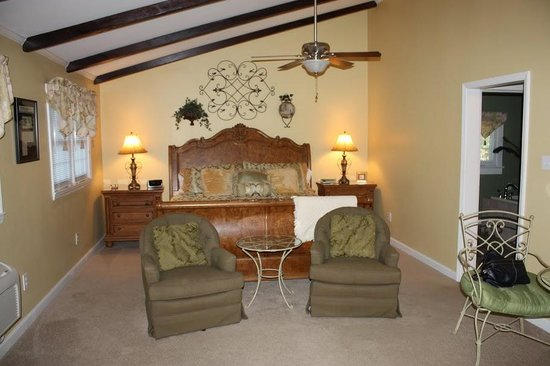 Photo of The Twin Lakes Lodge Greensboro