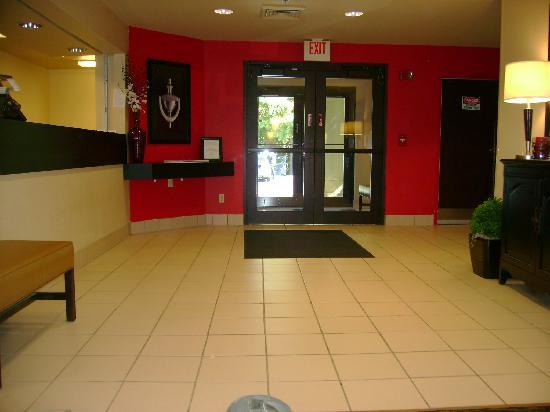 Extended Stay America - Asheville - Tunnel Rd.: A view of the small lobby while waiting for my taxi