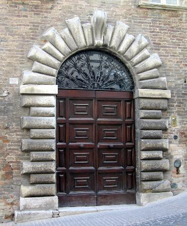 Urbino, Italy: Beautiful doorways everywhere